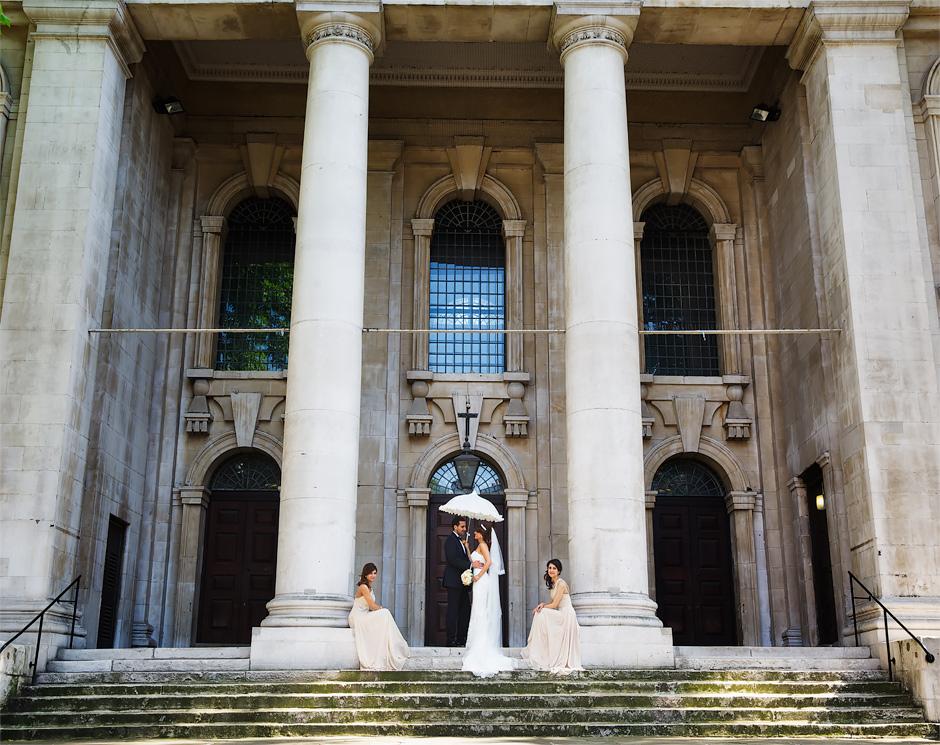 london-wedding-photography-bride-groom-and-bridesmaids