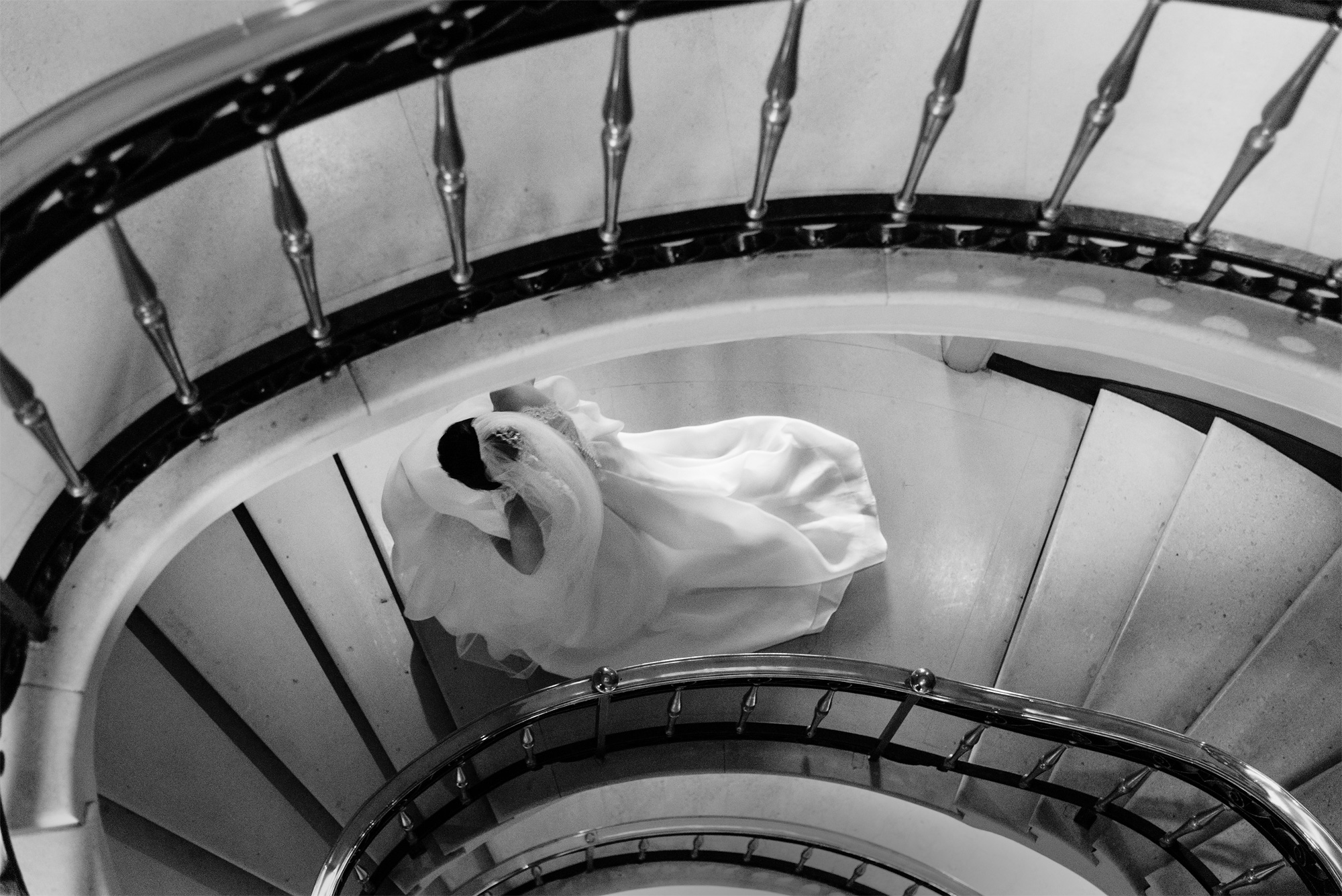 cafe-royal-hotel-wedding-bride-on-stairs