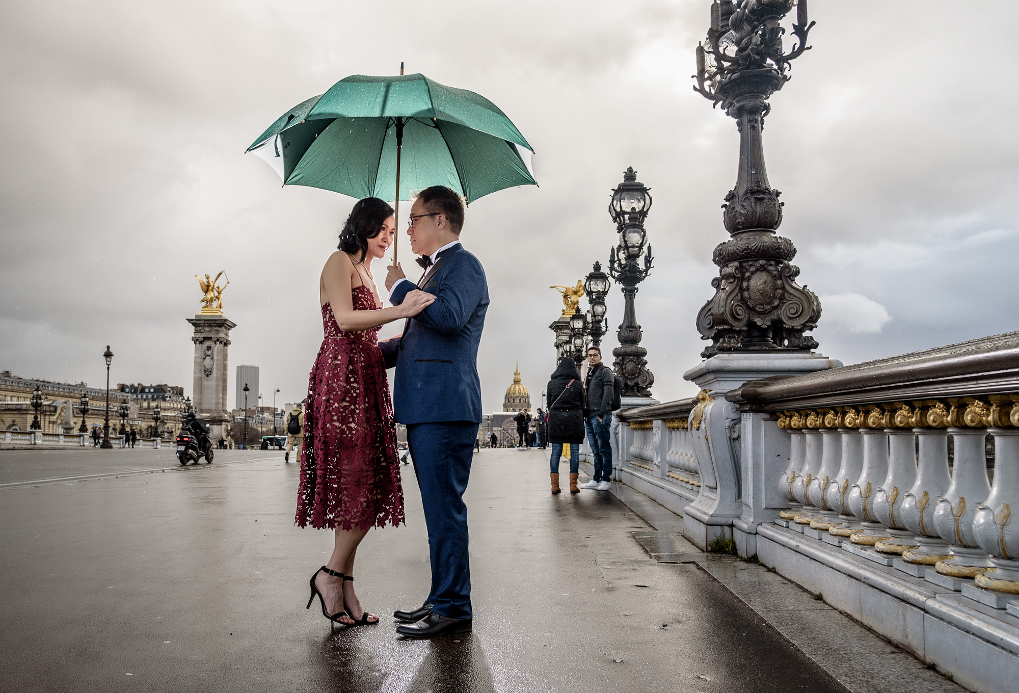 paris-pre-wedding-photography-in-the-rain