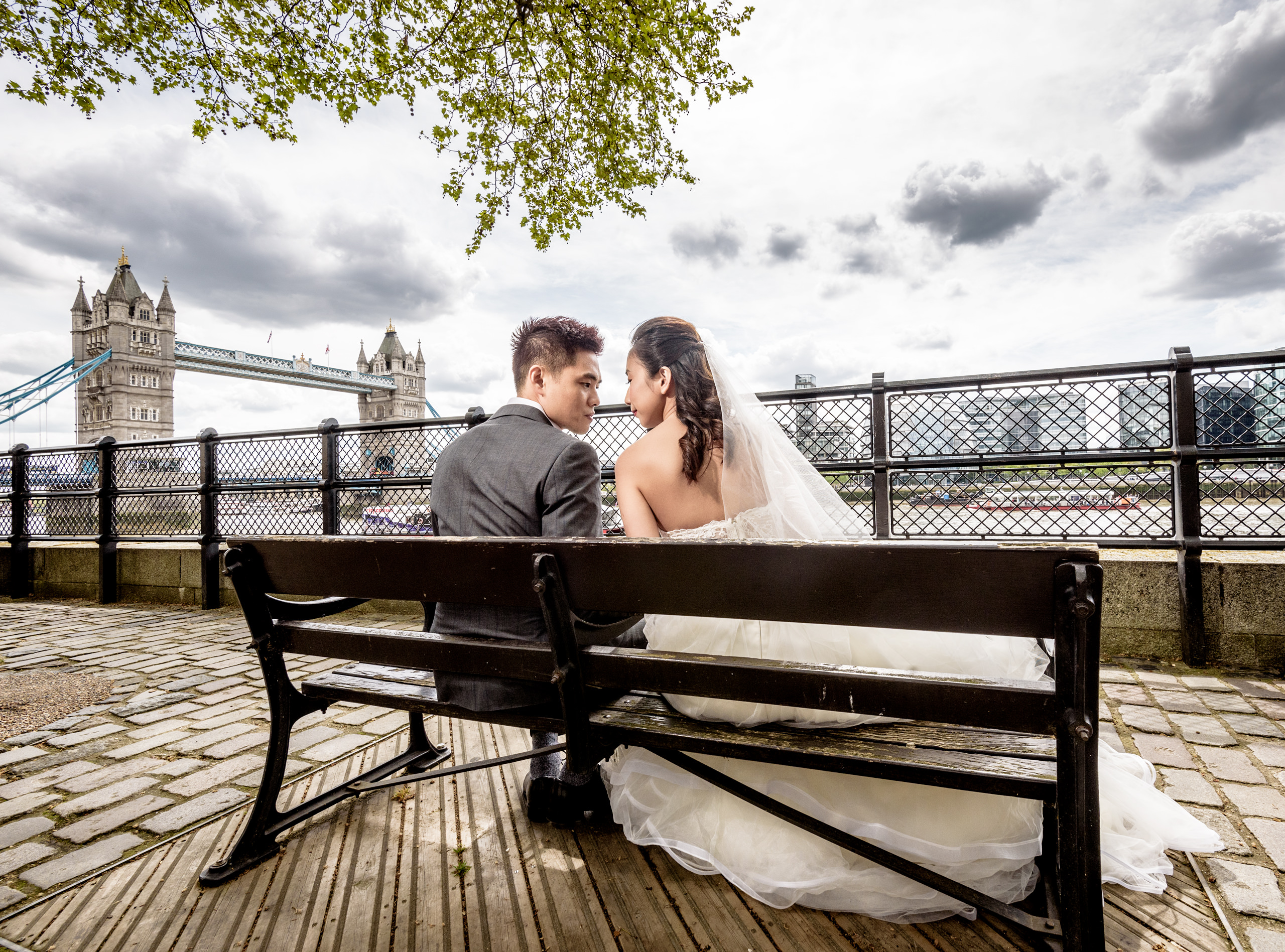 london-pre-wedding-photography-tower-bridge-singapore-couple