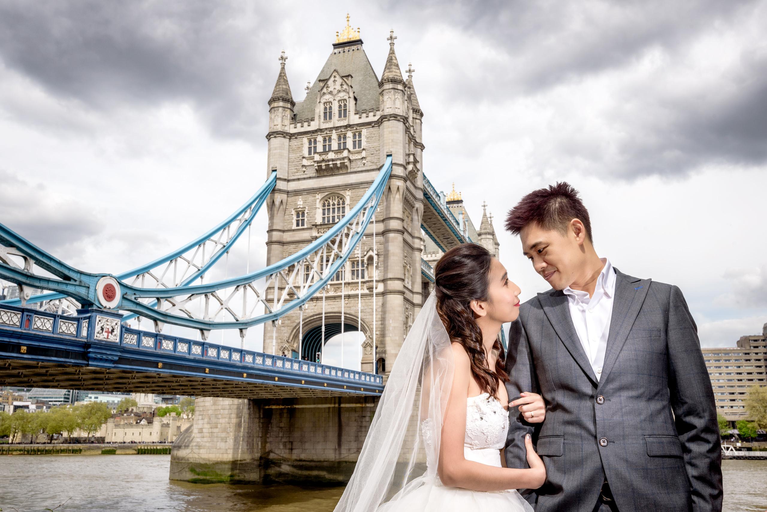 tower-bridge-pre-wedding-photography-london-uk